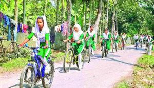 ঈশ্বরগঞ্জের সাইকেল বালিকায় বদলে যাচ্ছে গ্রামের শিক্ষা